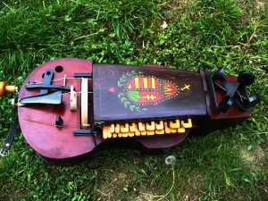 hungarian-hurdy-gurdy-12